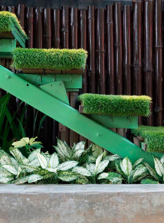 Césped artificial escaleras