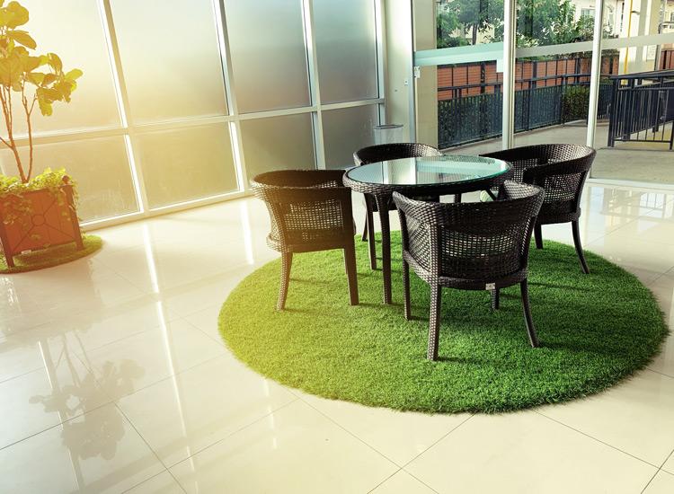 Césped artificial en espacios interiores
