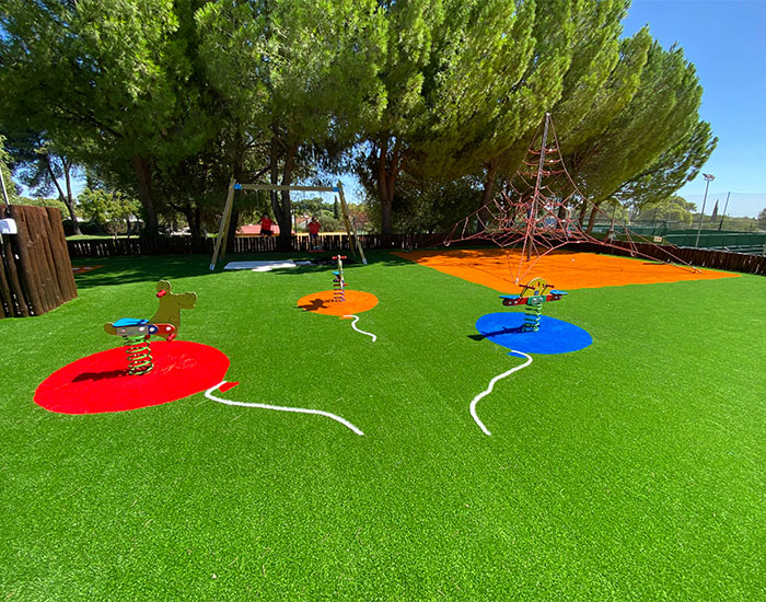 Césped artificial en parque infantil Sevilla