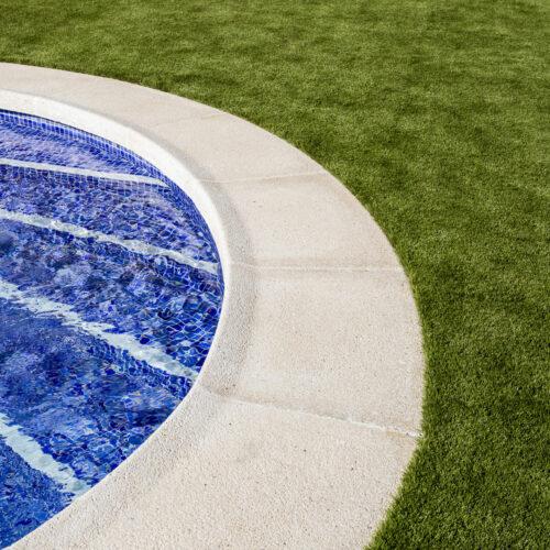Césped artificial jardín piscina San Miguel de Salinas 3