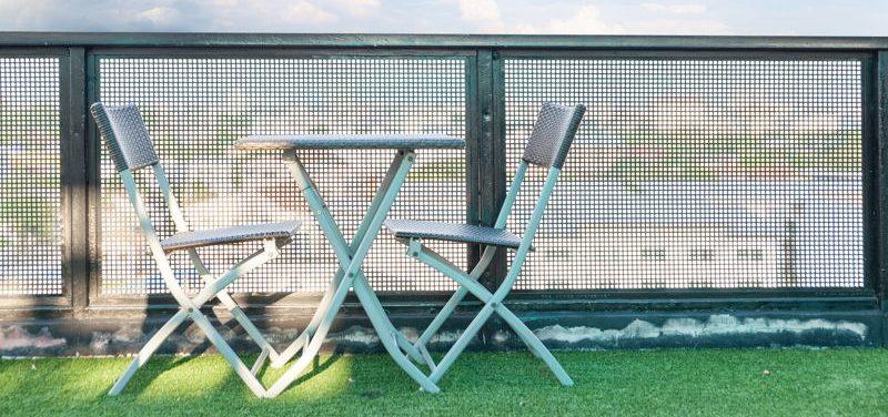 Pon a punto tu terraza para el verano y utiliza césped artificial