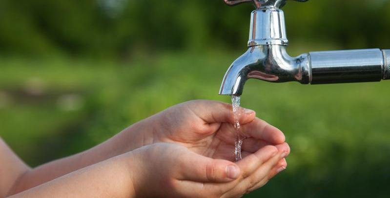 ¿El césped artificial nos ayuda a ahorrar agua?