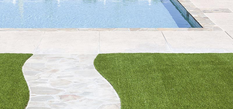 Swimming-Pools with Artificial Grass