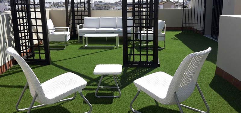 5 ideas para decorar tu terraza con césped artificial