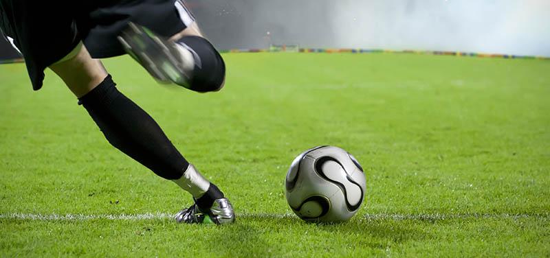 ¿Qué botas de fútbol son mejores para utilizar sobre césped artificial?