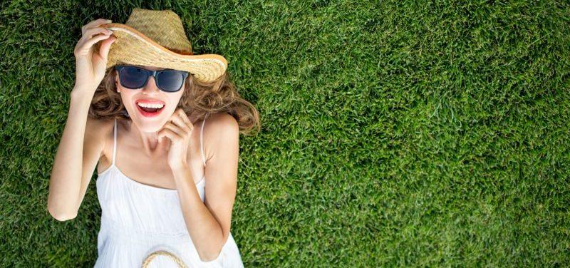 ¿El césped artificial se calienta en verano?