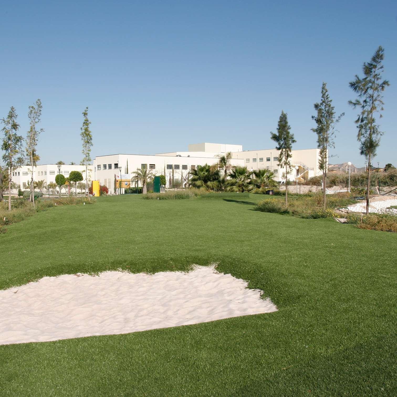 Campo de golf con c sped artificial en alicante c sped - Cesped artificial alicante ...