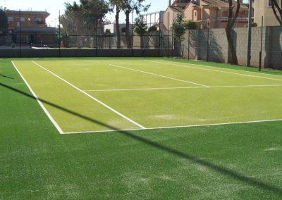 Pista de tenis con césped artificial en Alicante