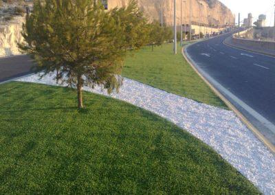 Zona urbana con césped artificial en Alicante