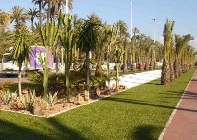Césped artificial en zona urbana de paso (Alicante)