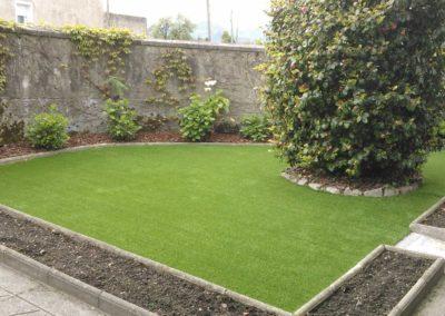 Césped artificial en jardín - Asturias