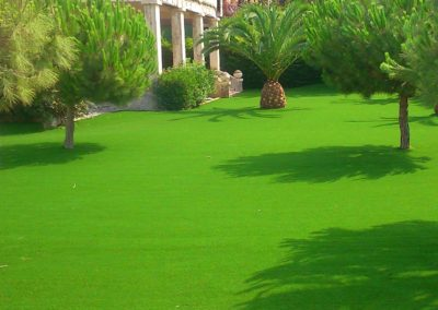 Césped artificial en jardín de Castellón