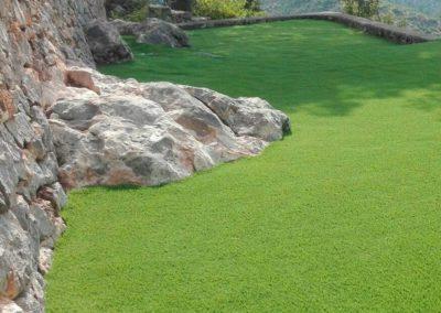 Detalle de jardín con césped artificial (Castellón)