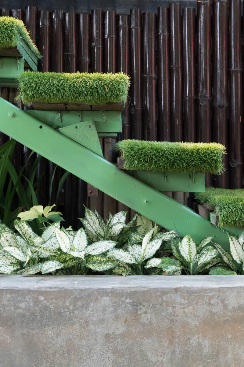 Se puede colocar c sped artificial en escaleras - Colocar cesped artificial ...