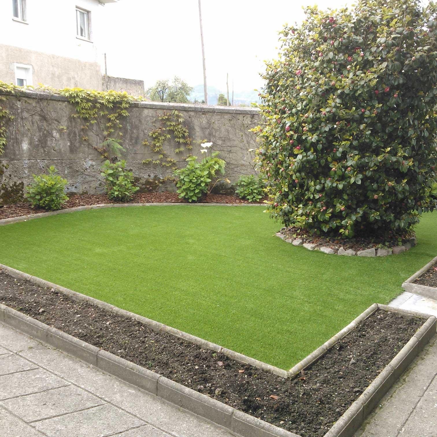cesped artificial jardin en asturias