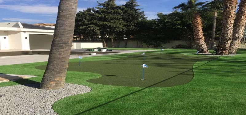 Crea un campo de mini-golf con césped artificial de colores