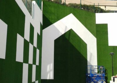 Detalle de instalación de césped artificial en Murcia
