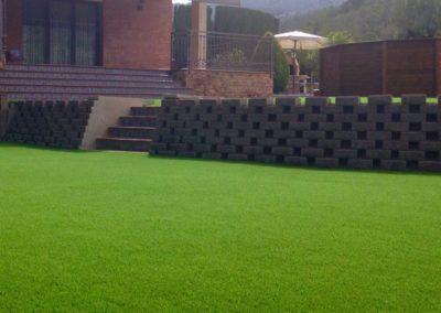 Instalación de césped artificial en jardín particular de Murcia