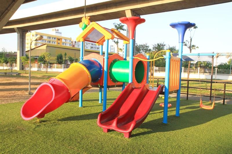 Césped artificial para patios de recreo