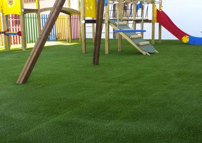cesped-artificial-parques-infantiles04