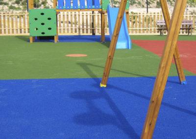 cesped-artificial-parques-infantiles08
